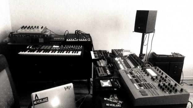 NEVERLAKE - Live Setup